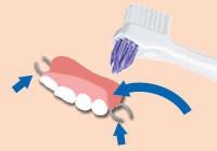 義歯ブラシの使い方